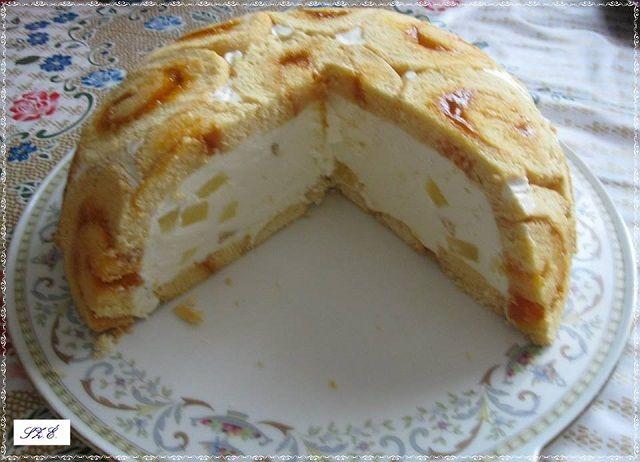 Valami finom édességre vágyik a család? A túrós tortának biztosan örülni fognak. Akár ki is díszítheted, így szülinapokra is remek választás. Hozzávalók A piskótához: 6 tojás 6 kanál cukor 6 kanál liszt pici só 1 kávéskanál sütőpor baracklekvár A töltelékhez: 50 dkg túró 4 dl tejszín 1 vanília cukor 1 citrom reszelt héja 15 dkg …