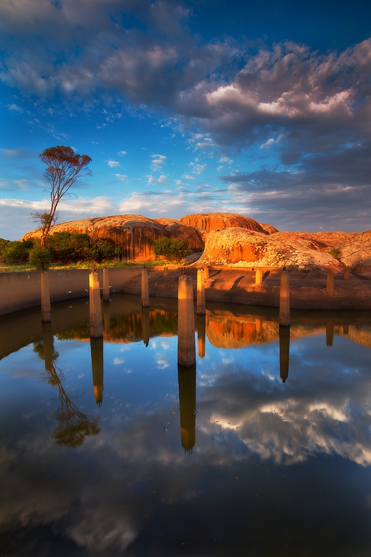 ✯ Inland above the Eyre Peninsula, the countryside is dotted with granite rock structures such as this near the town of Minnipa - South Australia