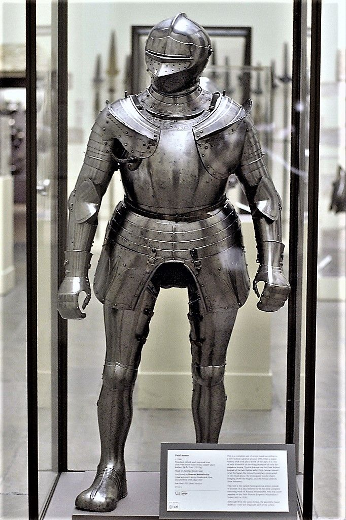 German Field Armor Circa 1510 This Is The First Homogeneous Armor Purchased By Kienbusch The Gauntlets Are Associated 鎧 ファンタジー 模型