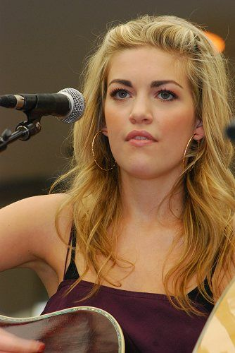 Carly McKillip from One More Girl perfoming at the 2010 CCMA FanFest