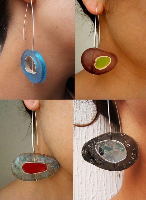 mosaico aros círculo. aros de resina y plata con viruta, cuarzo y cáscaras de pistachos   Flickr - Photo Sharing!