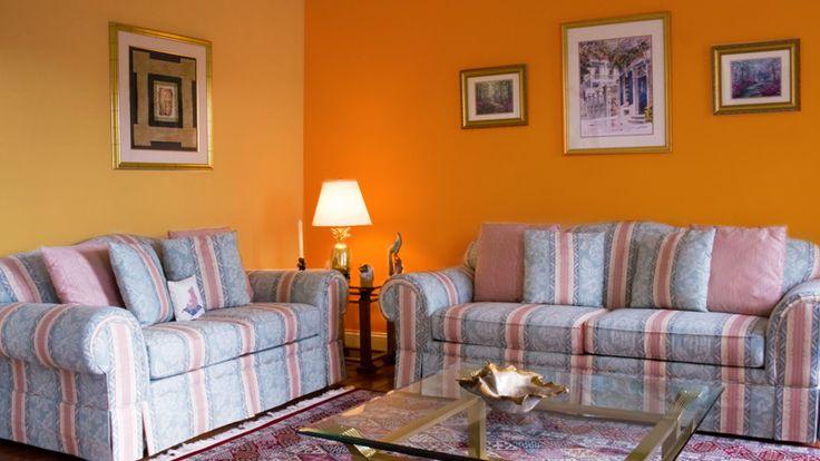 Dengan Orange, Ceria di Ruang Tamu.