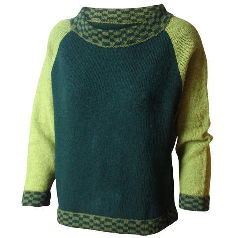 Strikkeopskrift model Martha. Rummelig bluse med dybt ærmegab. Strikket i uld med mønsterstrik på kanterne. Se mere på: www.hannelarsenstrik.dk