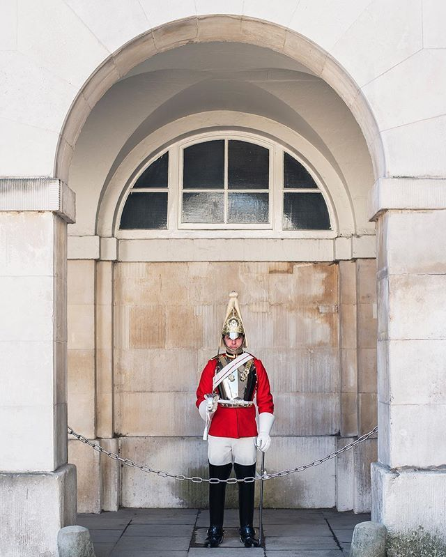 💂🏻 Just in time for changing of the guard at the Horses Guard @buckinghamroyal #visitlondon #mynikonlife @nikonaustralia @visitlondonofficial