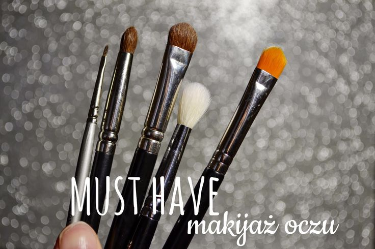 Obserwując koleżanki, które nie zajmują się zawodowo makijażem, zauważyłam, że do wykonywania makijażu używają 1-2 pędzli, własnych palców,...