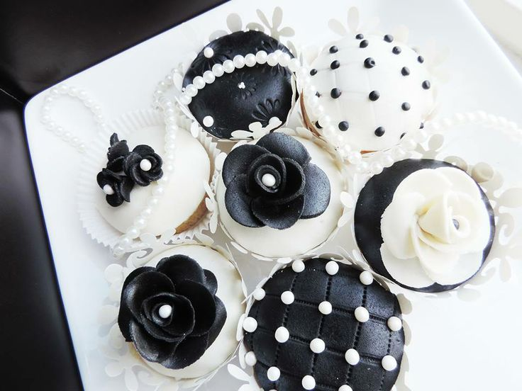 Elegant, classy and luxurious cupcake design will make every event unforgettable.