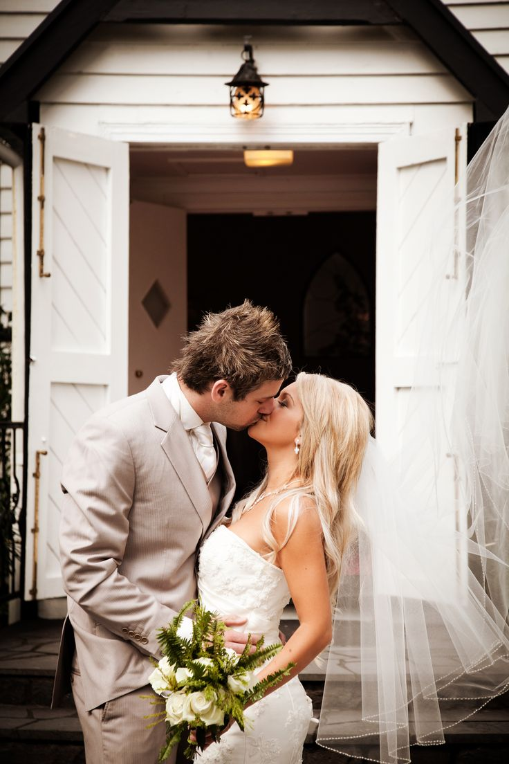 Studio Max #chateauwyuna #wedding #bride #groom #mrandmrs #weddingreception #married #studiomax #chapel #kiss #gorgeous #bouquet