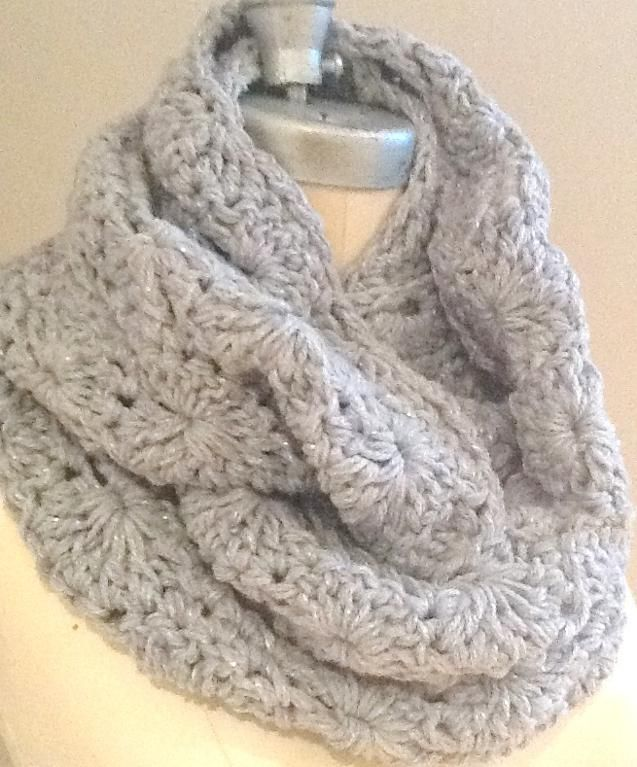 Crocheting: Chunky Circle Scarf.  link to free instructions.