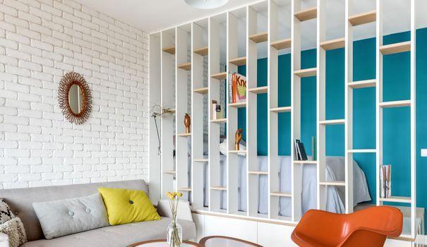 Acheté en décembre 2015 par un jeune actif de 26 ans, l'espace de ce studio à Asnières-sur-Seine a été entièrement réaménagé et optimisé. Aux commandes de cette réalisation : le duo féminin d'architectes d'intérieur Carla Lopez et Margaux Meza, de l'agence Transition Interior Design.