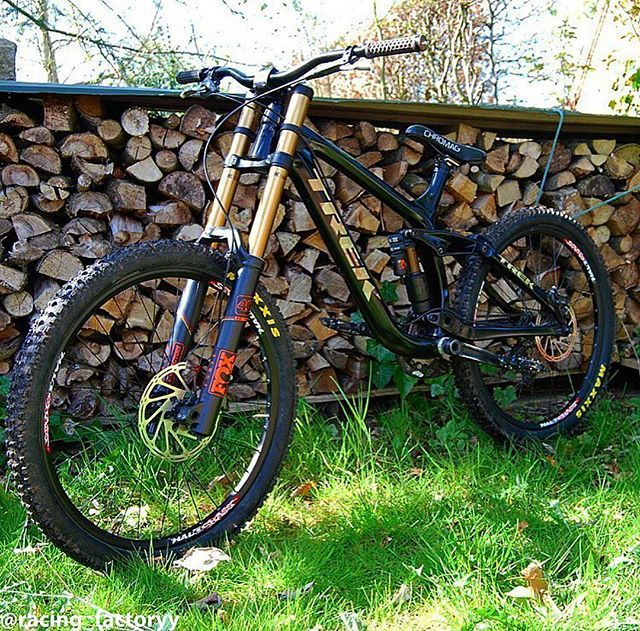@gregersped 's custom Trek Session 9.9 with FOX suspension…