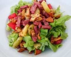 Salade vosgienne : http://www.cuisineaz.com/recettes/salade-vosgienne-48560.aspx