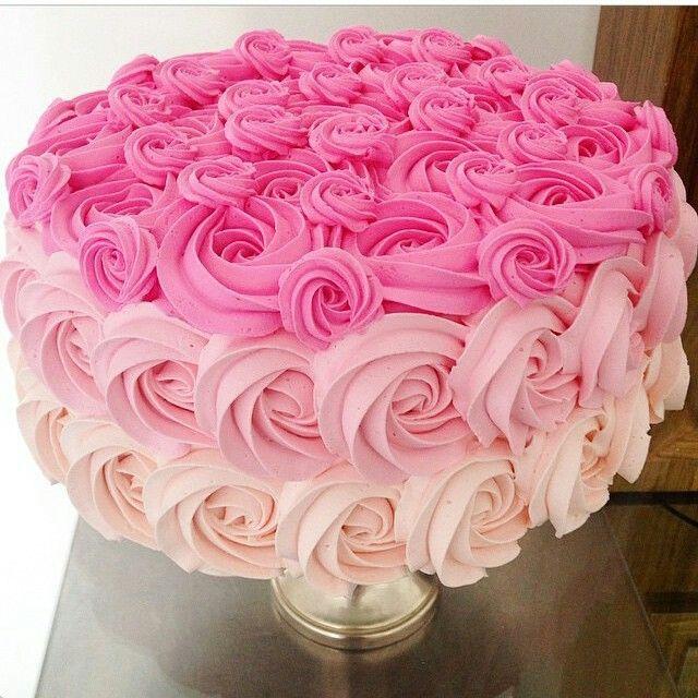 Bolo tons de rosa