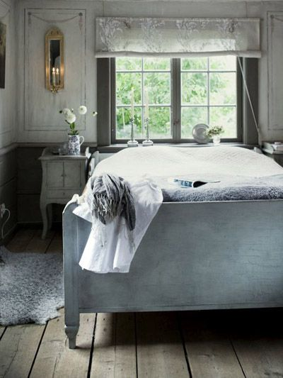 swedish bedroom: Grey Rooms, Vintage Chic, Boutiques Hotels, Rustic Charms, Bedrooms Design, Design Bedrooms, Vintage Bedrooms, Hotels Style Bedrooms, Swedish Bedrooms