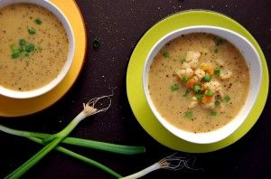 This easy vegan Cauliflower Carrot soup is bursting with flavor. Gluten free, soy free, nut free and oil free. It will fill you up and make you feel so good!