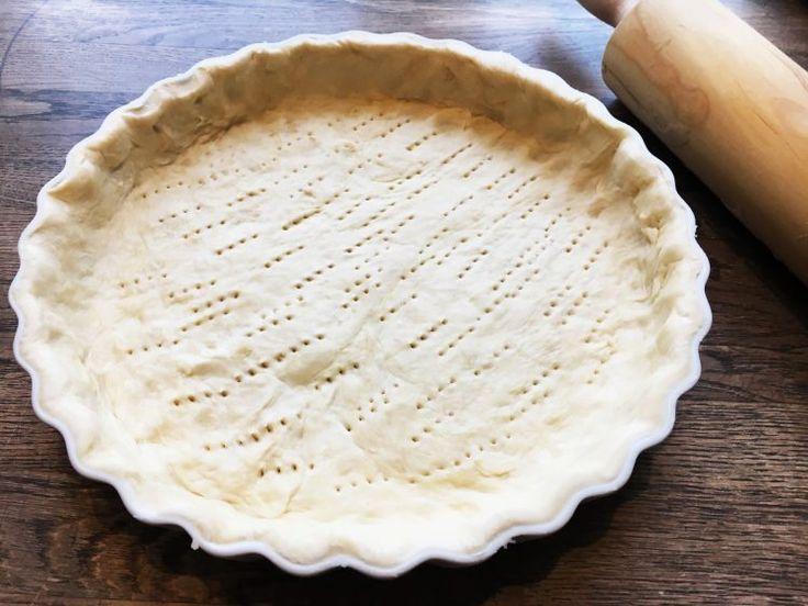 Opskrift på tærtedej / tærtebund. Det er nemt at lave sin egen tærtedej helt fra bunden og så smager det meget bedre end dem man kan købe.
