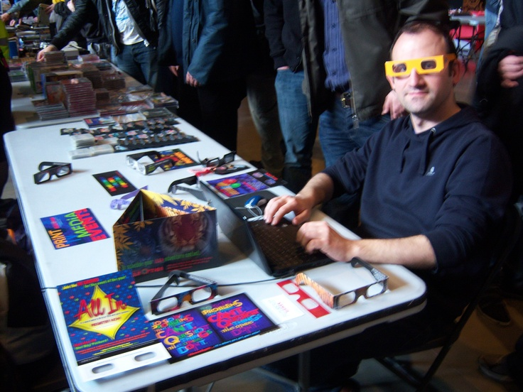 Franky playing Nagual in RetroMadrid 2013 with ChromaDepth glasses