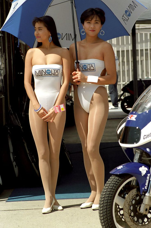 Wemon wearing pantyhose in public