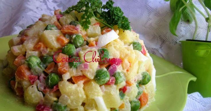 Hacer una ensalada rusa es útil para todo tipo de fiestas o reuniones En navidad es una de las ensaladas preferidas Los ingredientes p...