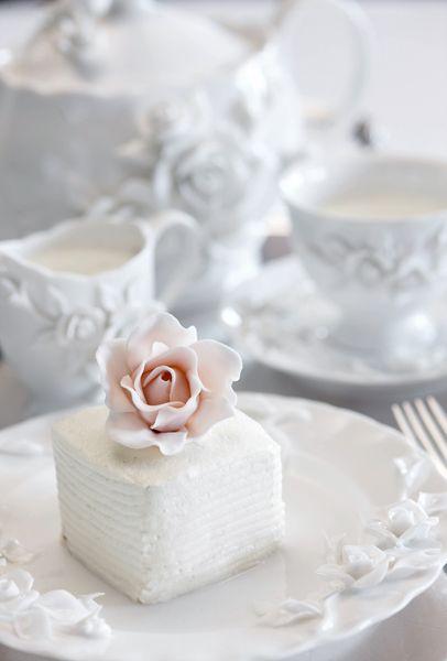 Beautiful, simple mini cake: Big Cakes, Minis Cakes, Teas Time, Cupcake, Petite Four, Wedding, Teas Sets, Pink Rose, Mini Cakes