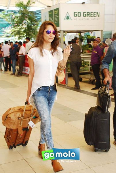 Anusha Dandekar snapped at Mumbai Domestic Airport