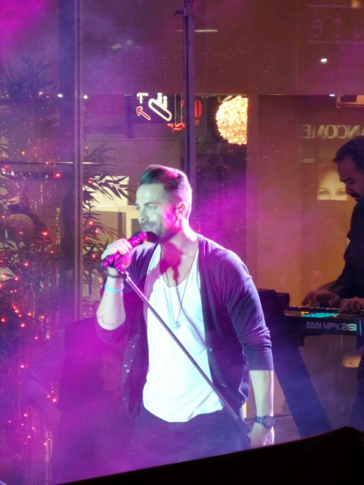 Ο Ηλίας Βρεττός σε μία μοναδική συναυλία στο Shopping House παρέα με τον Dromos Fm 89.8