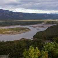 РЕКА ИНДИГИРКА http://xn-----6kcbac1azfofe4cmqhvgl0bzre.xn--p1ai/photos/134  Индигирка (якут. Индигиир) — река на северо-востоке Якутии. В основе гидронима Индигирка эвенское родовое наименование индигир — «люди рода инди» (-гир эвенск. суффикс множ. ч.) Или Собачья река. Длина реки 1726 км, площадь бассейна 360 тыс. км².