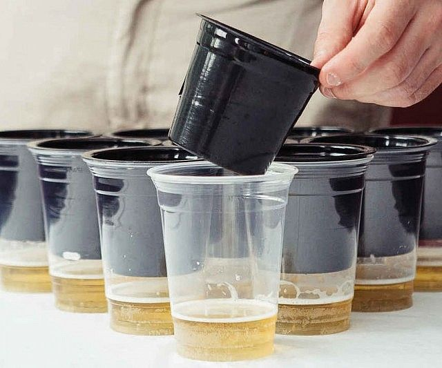 Keep your precious beer unsoiled until the moment it touches your lips by protecting it with these beer pong cup ball catchers. Designed to fit 16 and 18 ounce disposable cups, they slide over the mouth and prevent that dirty ball from ever falling into the beer.