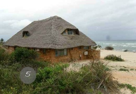 Capanna sulla spiaggia    http://pics.classifieds1000.com/members/Bayview_Estate/Mozambique/real-estate:Beach_Front_Properties_Thatched_Houses/Beach_Front_House_Bayview_Estate