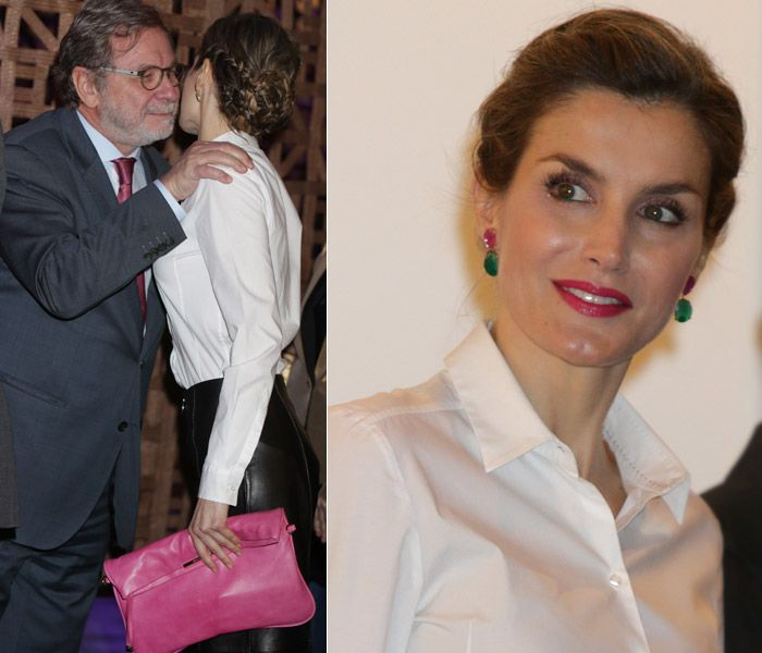 Doña Letizia ha saludado con dos besos al periodista y académico Juan Luis Cebrian