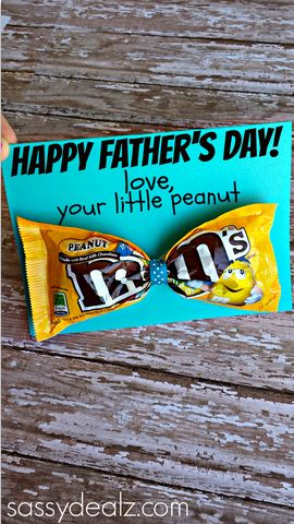 "Have your kids make this m&m candy bow tie father's day card! You can write ""love your little peanut"" or ""you're a tie-riffic dad!"" at the top."