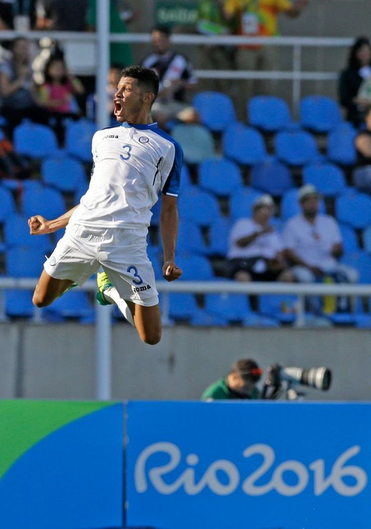 Olympic photos of the day - Aug. 4, 2016 - Honduras' Marcelo Pereira leaps into the air in jubilation after scoring against Algeria during a group D match of the men's Olympic football tournament at the Rio Olympic Stadium in Rio De Janeiro, Brazil, Thursday, Aug. 4, 2016. Honduras won the match 3-2. (AP Photo/Leo Correa)