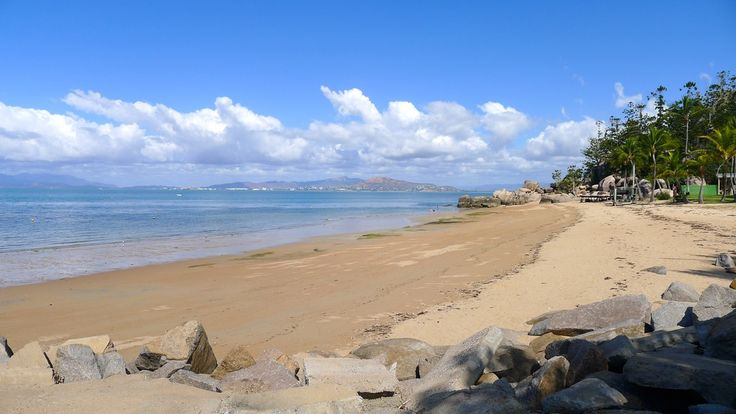 Explore Picnic Bay on Magnetic Island and beyond with Pilgrim Sailing