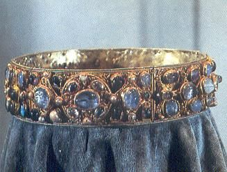 The Kunigunde Crown:   One of the earliest known royal symbols is the Kunigunde crown. The crown belonged to the wife of the Emperor Henry II of Bavaria, the Empress Kunigunde. This crown was made around the early 10th century before Bavaria became a kingdom.: Crowns Tiaras Diadems, Corona, Bavaria, Tiaras Crowns, Royal Symbols, Early 10Th, Large Sapphires, Munich Residency, 10Th Century