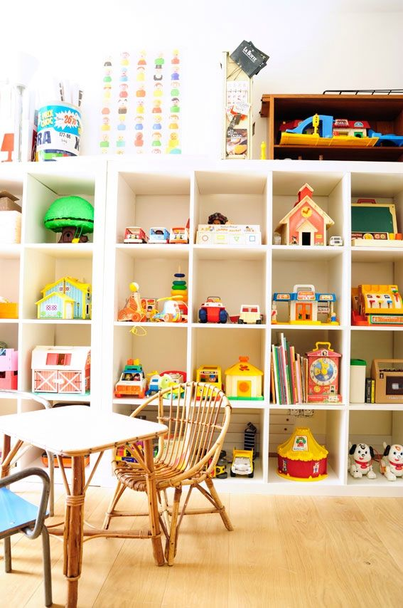 vintage plastic expedit Ikea shelves - etagere Ikea expedit chambre enfant