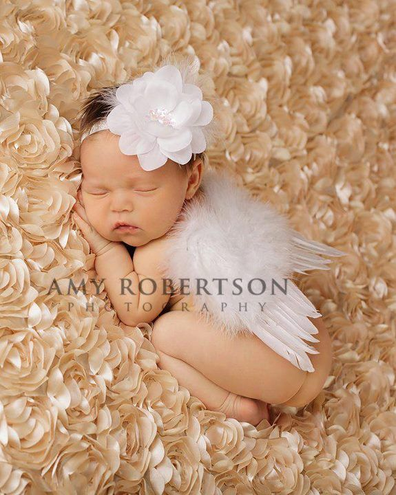 Dream Angel Luxury Feather Wing Set for Newborns- this would be a cute first pic for my little one!!