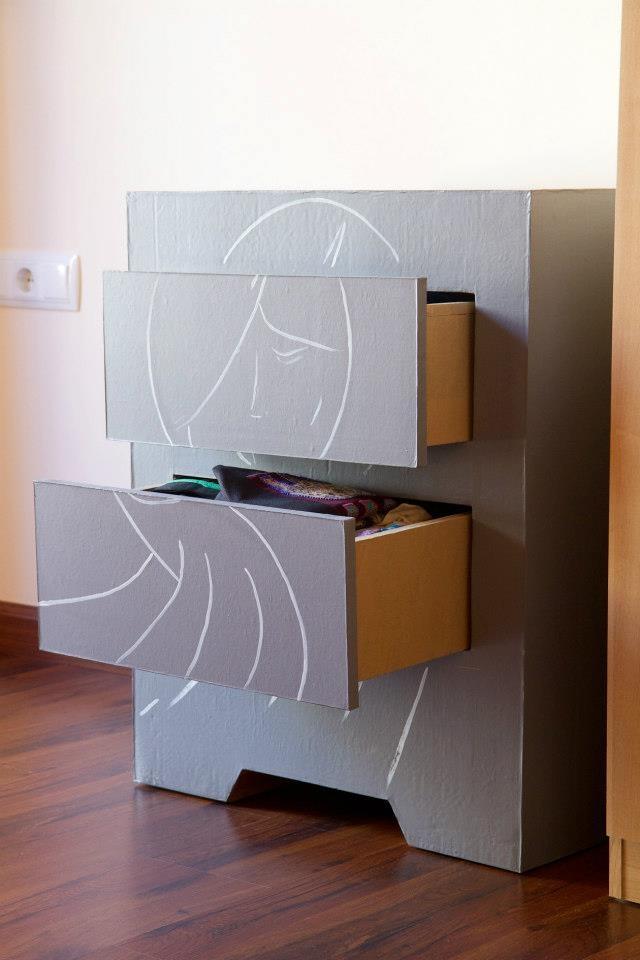 """""""Con cartones y a lo loco"""" diseño creativo de muebles de cartón"""