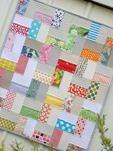 red pepper quilts -- baby zig zag, great quilting design. Great way to showcase a few prints against a neutral.