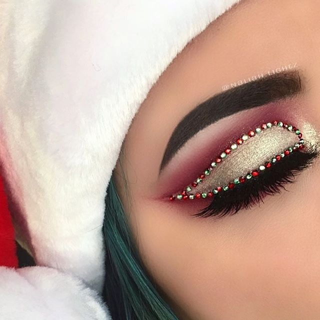 Last one of yesterday's look☺ PRODUCTS USED• @shopvioletvoss HG palette @jeffreestarcosmetics redrum liquid lipstick! (I don't have much red eyeshadows so that's why I use his lipsticks plus they work wonders ) @sugarpill tako @anastasiabeverlyhills moonchild glow kit in lucky clover @mywunderbrow brown/black @houseoflashes in iconic @luxylash in westside (decided to use both lashes on this look) @tartecosmetics lights camera lashes @morphebrushes brushes. #morphebrushes #morphebabe #m...