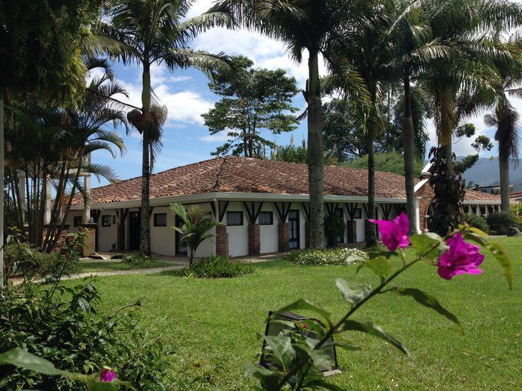 Hermosa casa de la Hacienda Bombay, con mas de 100 años de antiguedad, con sus maravillosos jardines y empedrados