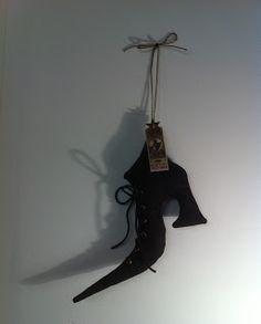 Zapato de bruja. En el tablero Moldes, patrones y turoriales está el molde! ;)