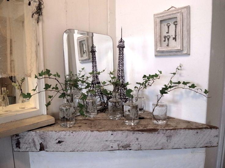 Belle fenêtre couverte des vignes...En été, il n'y a pas de plus reposante.清々...