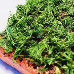 Graved Lachs (gebeizter Lachs) Nordic Arctic mit Aquavit , nordischen Gewürzen und frischem Dill  Die besondere Konsistenz und der erste kurze süße Geschmack, vollendet mit einer ganzexklusiven skandinavischen Gewürzmischungundfrischem Bio Dill, enden in einem aromatischen Erlebnis, wobei man den kulinarischen Genuss des Lachses nicht vergisst.   #Bio-Lachs #BIO-Räucherlachs #FischausHamburg #gebeizterLachs #GeräucherterLachs