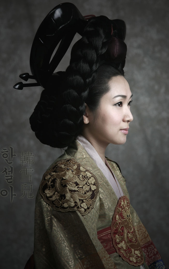 Hanbok - Korea, Joseon Dynasty, Ceremonial Costume of Highest ranking Royal Consort, Keun Meori Hairstyle