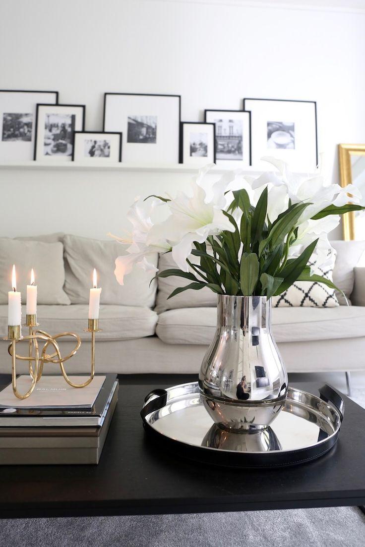 Elegante Klassische Wohnzimmer Dekoration Mit Frischen Lilien In Weiß