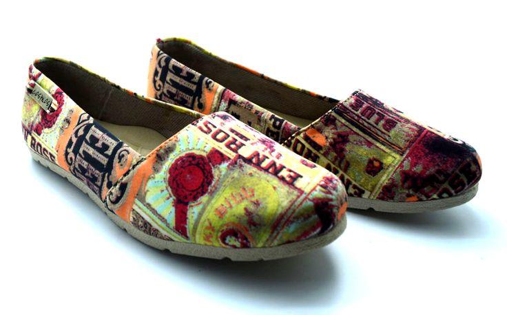 BALETA BEIGE Y NARANJA Comodidad y estilo en un solo zapato, estas baletas en material alternativo son perfectas para ti. Cómpra aquí:http://bit.ly/baletas_estampadas