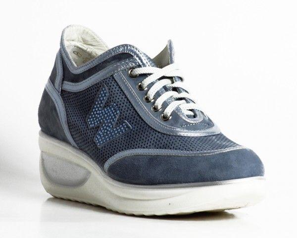 Lo stile di Melluso scarpe estate 2014: il comfort di tendenza Melluso sneaker in camoscio e pelle con strass su marchio