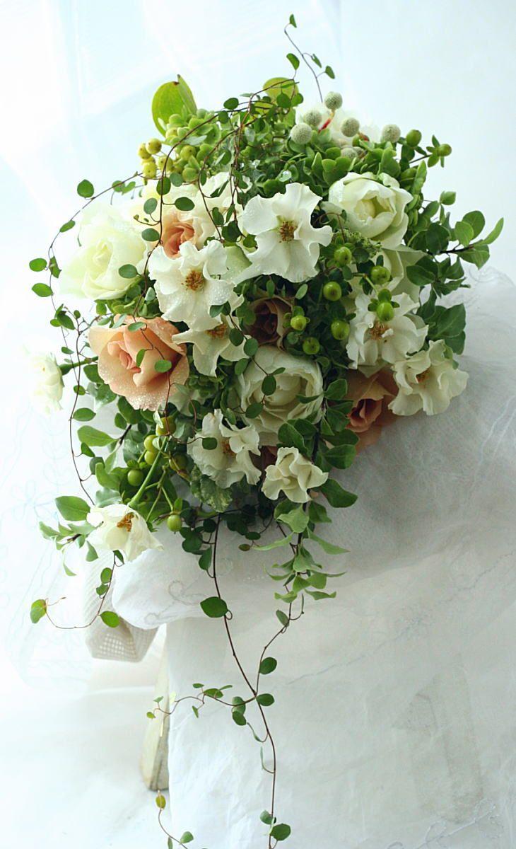 ブーケ クラッチ オードリーとジュリアとグリーン : 一会 ウエディングの花