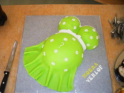 Een prachtige zwangere buiktaart. Deze zwangere buik taart is natuurlijk helemaal passend bij een babyshower. www.babyshowerfriesland.nl