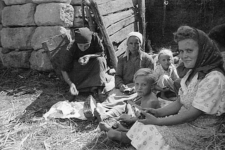 cséplés idején - Szarvaskő 1950