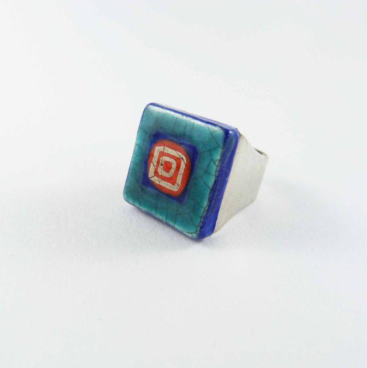 Ceramic ring, red and turquoise with platine. Bague céramique, rouge et turquoise avec platine. de la boutique Tanaart sur Etsy
